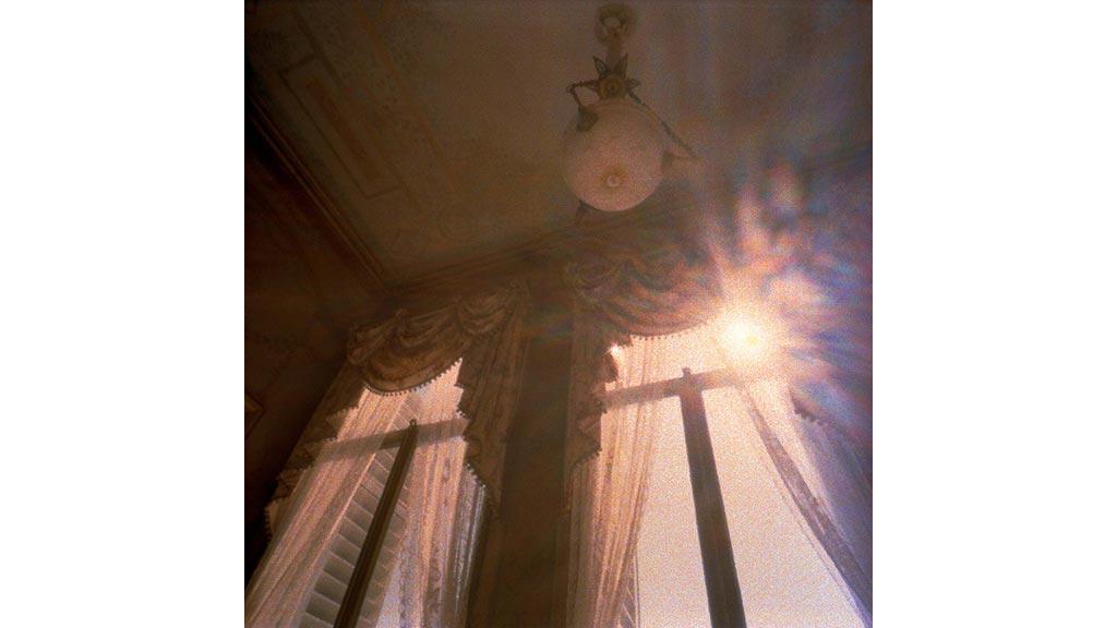 summer house paleis soestdijk antique lamp sunlight